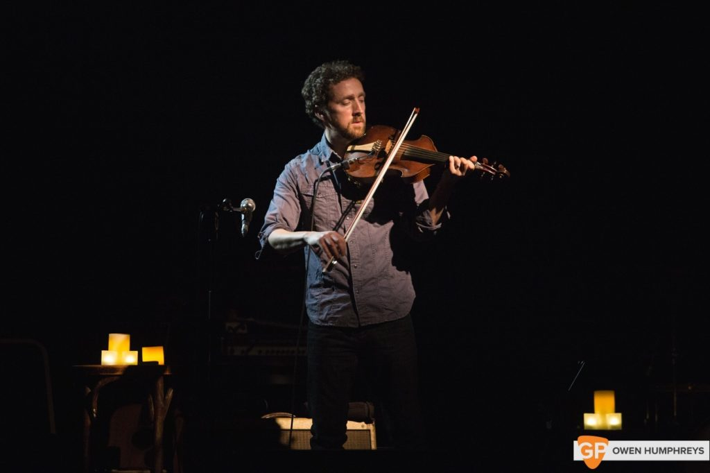 Colm-Mac-Con-Iomaire-at-Vicar-Street-by-Owen-Humphreys-3-of-13